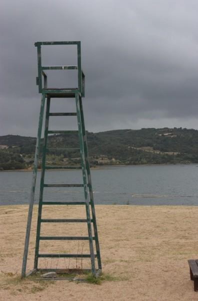 La silla del socorrista esperando el verano. Macedo de Cavaleiros. LeleSorribas2013