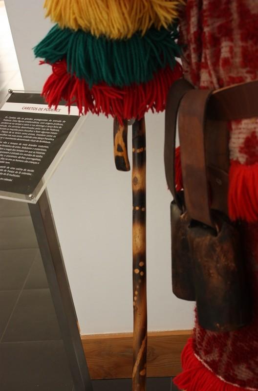 Detalle del cinto del traje de Careto con los cencerros. Caretos de Podence. LeleSorribas2013