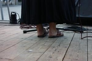 Aline Frazão de espaldas. Foto tomada en 2011 en Monção durante el I Encontro de Escritores Lusófonos. LeleSorribas2011